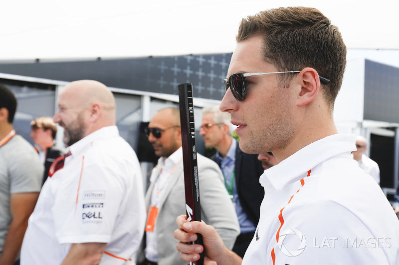 Stoffel Vandoorne, McLaren, meets players from the Montreal Canadiens NHL Ice Hokey Team