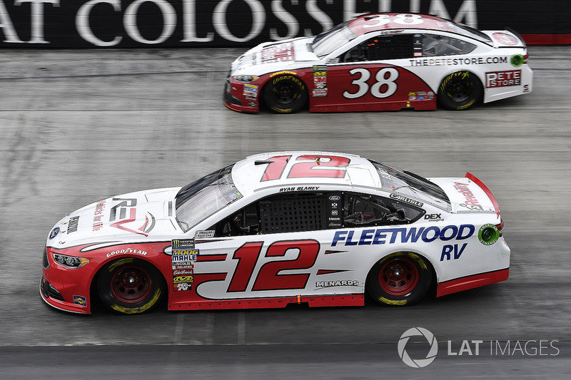 Ryan Blaney, Team Penske, Ford Fusion REV and David Ragan, Front Row Motorsports, Ford Fusion The Pete Store