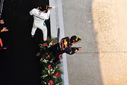 Race winner Daniel Ricciardo, Red Bull Racing and Valtteri Bottas, Mercedes-AMG F1 celebrate on the podium with the champagne