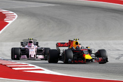 Max Verstappen, Red Bull Racing RB13 rt Esteban Ocon, Sahara Force India VJM10