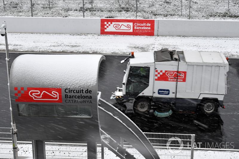 Расчистка трассы от снега