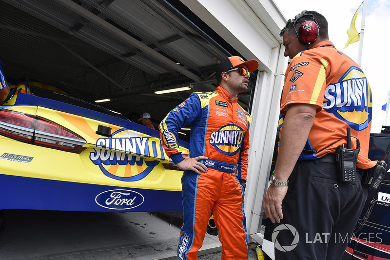 Ricky Stenhouse Jr., Roush Fenway Racing, Ford Fusion SunnyD y Matt Puccia