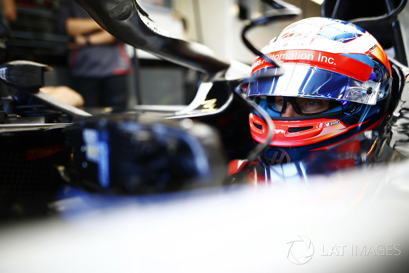 Romain Grosjean, Haas F1 Team, wears a pair of glasses containing a television camera