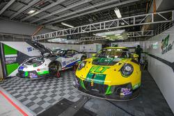 Craft Bamboo Racing Porsche Porsche 911 GT3 R garaj atmosfer