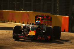 Daniel Ricciardo, Red Bull Racing RB12 with sensor equipment