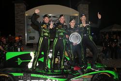 Todos los ganadores Johannes van Overbeek, Scott Sharp, Ed Brown, Pipo Derani, ESM Racing