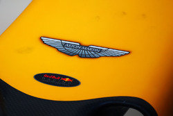 Aston Martin logo op de Red Bull Racing RB12 neus