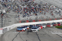 Kevin Harvick, Stewart-Haas Racing Ford and Kyle Busch, Joe Gibbs Racing Toyota