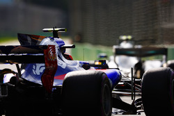 Carlos Sainz Jr., Scuderia Toro Rosso STR12, Valtteri Bottas, Mercedes AMG F1 W08