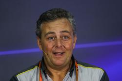 Mario Isola, sportief directeur Pirelli, tijdens de persconferentie