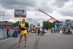 Chica de la parrilla para Ferdinand Habsburg, Carlin, Dallara F317 - Volkswagen