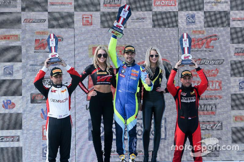 TC Podio: ganador de la carrera Nick Wittmer, ST Racing, segundo Stefan Sajic, Zima Motorsports, y tercero Nicholas Barbato, GenRacer