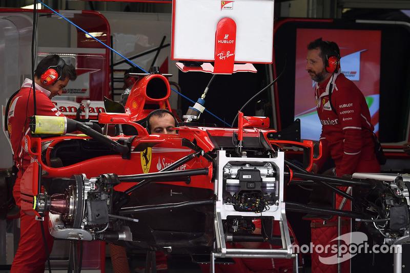 Detalle del chasis y frenos delanteros del Ferrari SF70H