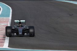 Pascal Wehrlein, Mercedes AMG F1 prueba los nuevos neumáticos Pirelli de 2017