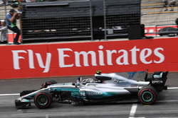 Race winner Valtteri Bottas, Mercedes AMG F1 F1 W08  crosses the line