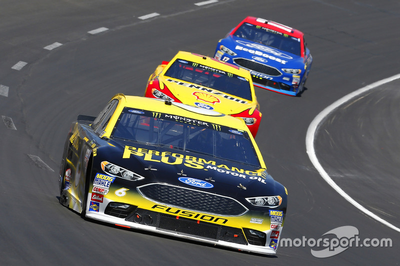 Trevor Bayne, Roush Fenway Racing, Ford; Joey Logano, Team Penske, Ford; Ricky Stenhouse Jr., Roush
