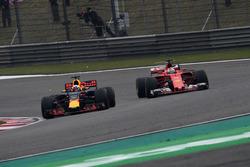 Sebastian Vettel, Ferrari SF70-H e Daniel Ricciardo, Red Bull Racing RB13