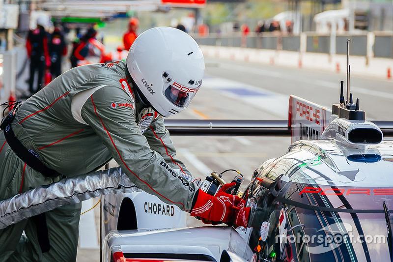 Tankstopp: #1 Porsche Team, Porsche 919 Hybrid: Neel Jani, Andre Lotterer, Nick Tandy
