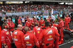 Ferrari mechanics around the car of Kimi Raikkonen, Ferrari SF70H