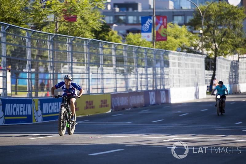 Amlin Andretti Formula E Team en una carrera de bicis