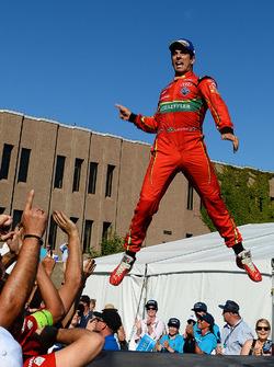 Lucas di Grassi, ABT Schaeffler Audi Sport, salta en el podio