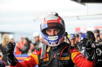 Il vincitore GTE #66 JMW Motorsport Ferrari F488 GTE: Miguel Molina