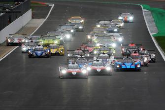 Le départ : #7 Toyota Gazoo Racing Toyota TS050: Mike Conway, Kamui Kobayashi, Jose Maria Lopez, en tête