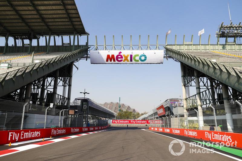 Le logo de Mexico sur un point au-dessus du stadium