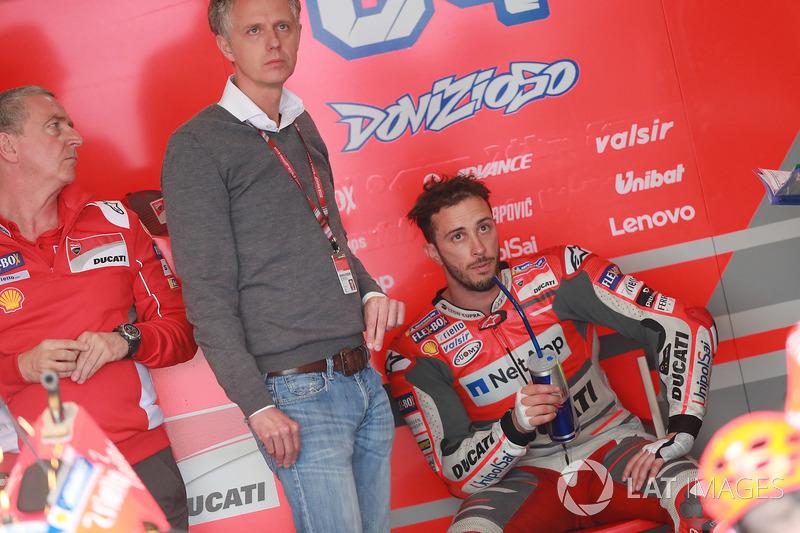 Andrea Dovizioso, Ducati Team, junto a su mánager Simone Battistella