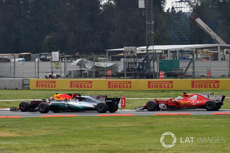 Max Verstappen, Red Bull Racing RB13, Lewis Hamilton, Mercedes-Benz F1 W08 and Sebastian Vettel, Fe