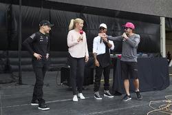Valtteri Bottas, Mercedes AMG F1, Lewis Hamilton, Mercedes AMG F1, Fernando Alonso, McLaren, on the