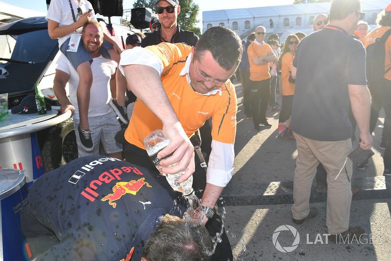 Гонки на плотах: руководитель Red Bull Racing Кристиан Хорнер и гоночный директор McLaren Эрик Булье