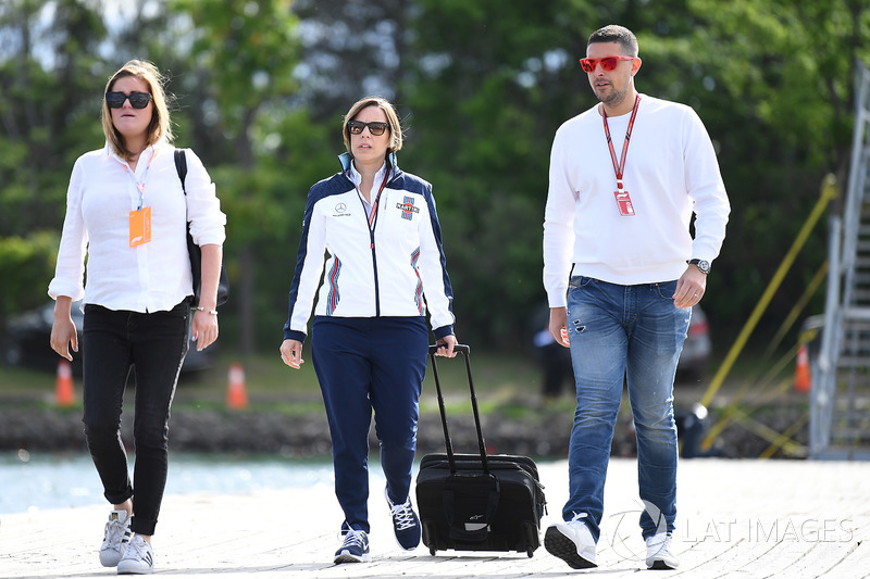 Claire Williams, directora adjunta de Williams con su esposo Marc Harris
