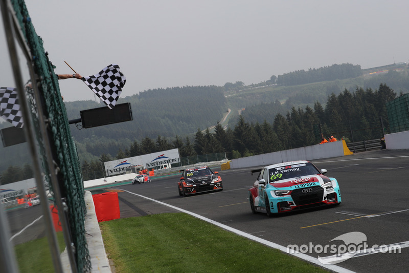 Race winner Jean-Karl Vernay, Leopard Lukoil Team Audi RS3 LMS TCR