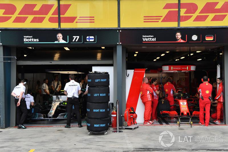Garasi Mercedes AMG F1 dan Ferrari