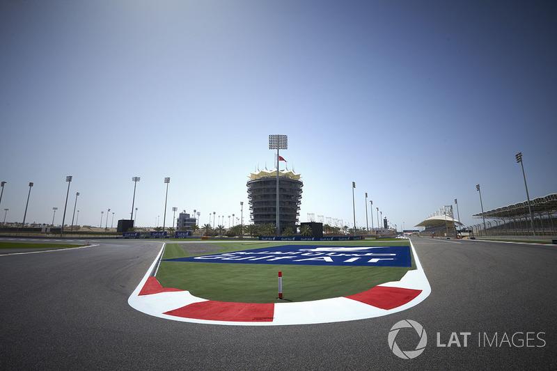 Kurve 1 am Bahrain International Circuit