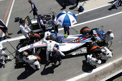 Sergey Sirotkin, Williams FW41, in the pit lane prior to the start