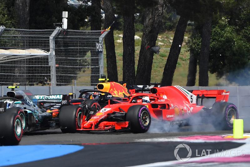 Столкновение: Себастьян Феттель, Ferrari SF71H, и Валттери Боттас, Mercedes AMG F1 W09