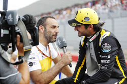 Cyril Abiteboul, Managing Director, Renault Sport F1 Team, interviews Carlos Sainz Jr., Renault Sport F1 Team, on the grid