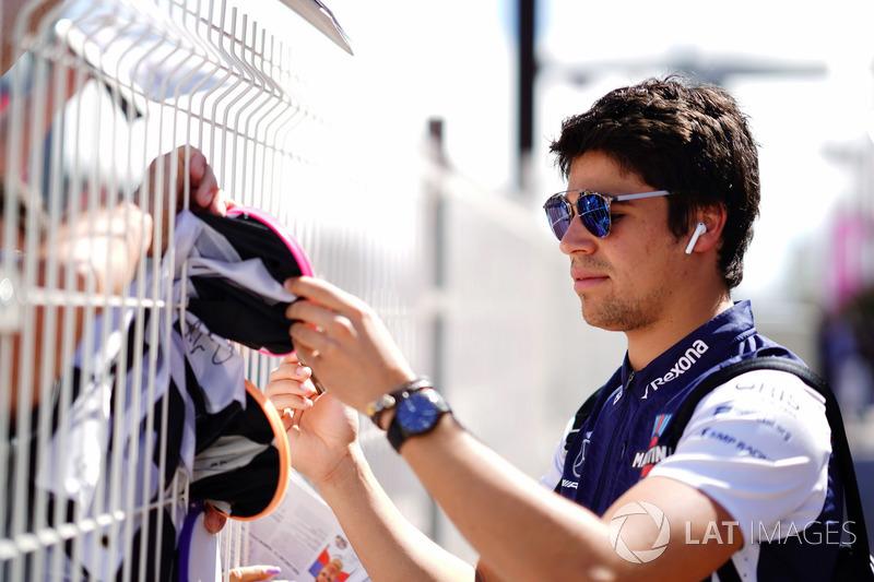 Lance Stroll, Williams Racing, signe des autographes