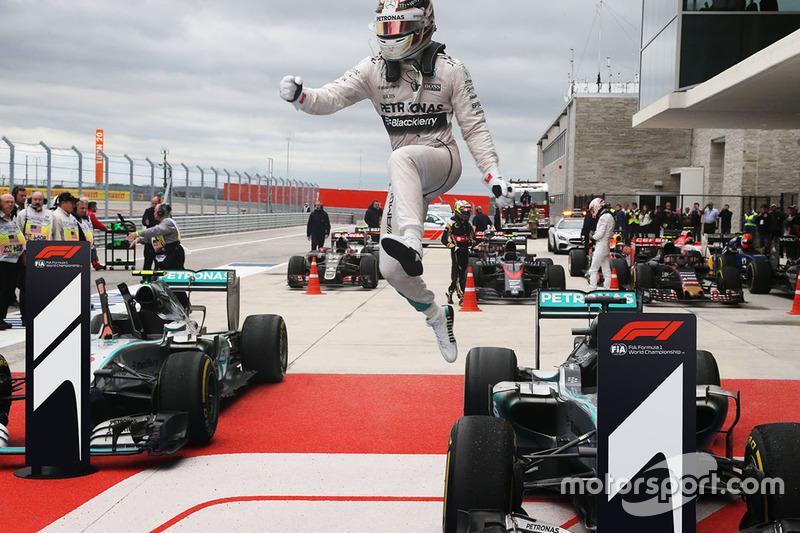 Boceto del logotipo de la F1 en el pitlane
