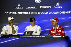 Press conference: polesitter Valtteri Bottas, Mercedes AMG F1, second place Lewis Hamilton, Mercedes