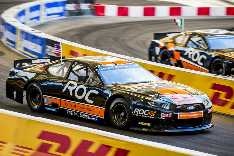 Ryan Hunter-Reay alla guida della Whelen NASCAR