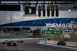 Max Verstappen, Red Bull Racing RB12, Nico Rosberg, Mercedes F1 W07 Hybrid y Kimi Raikkonen, Ferrari