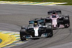 Lewis Hamilton, Mercedes AMG F1 W08, Sergio Perez, Sahara Force India F1 VJM10