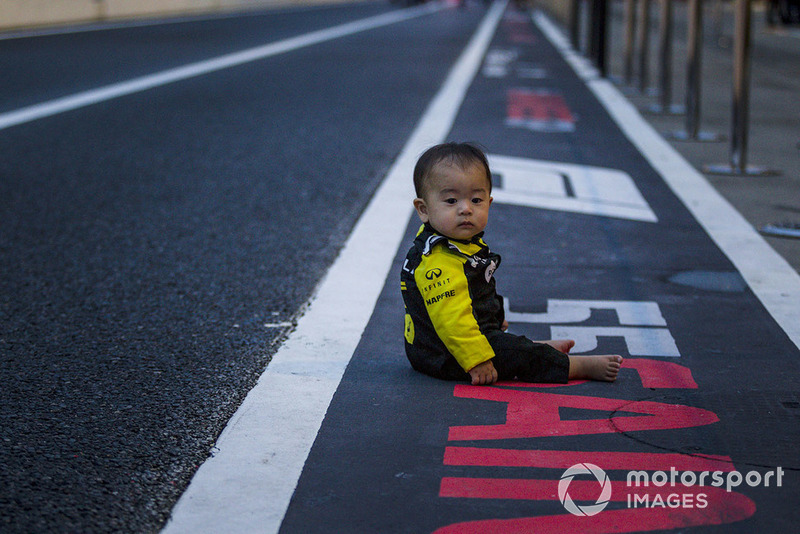 Young fan of Renault Sport F1 Team