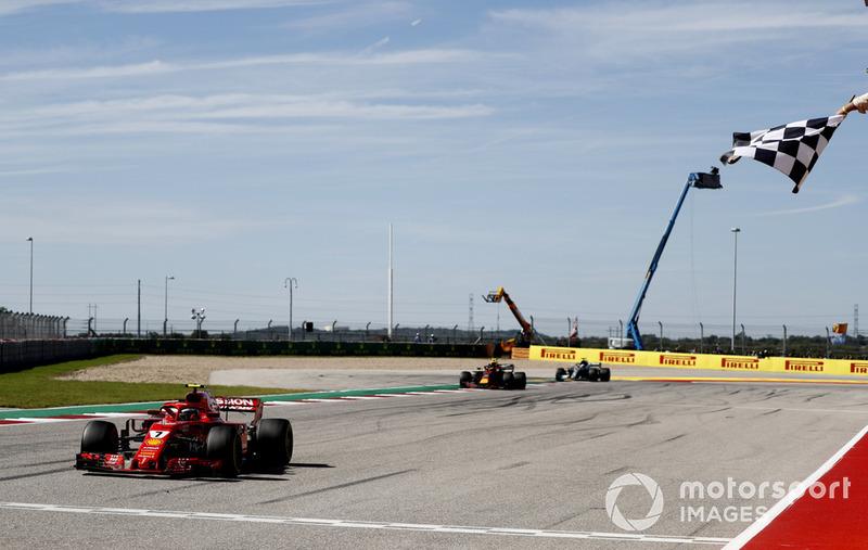 Raikkonen y Ferrari celebran la victoria