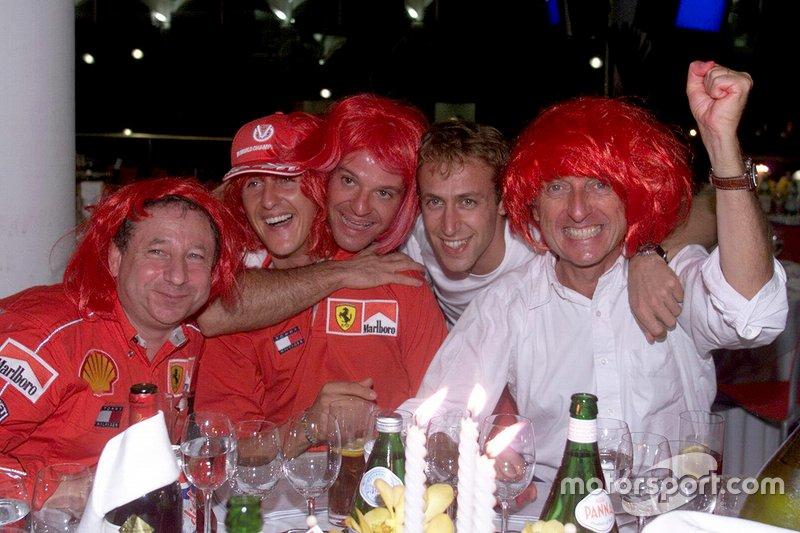 Jean Todt, Michael Schumacher, Rubens Barrichello, Luca Badoer y Luca di Montezemolo celebran otro campeonato mundial de Ferrari