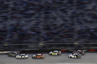 Blake Jones, BK Racing, Toyota Camry Tennessee XXX Moonshine e Brad Keselowski, Team Penske, Ford Fusion Miller Lite