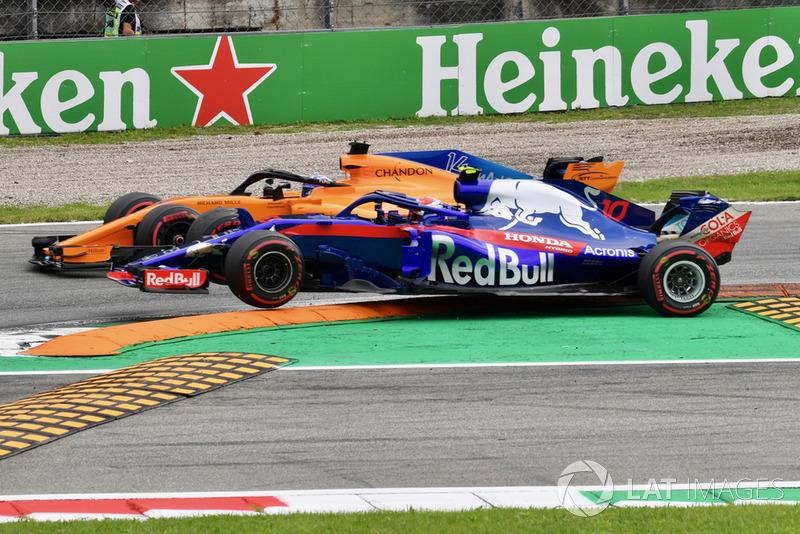 Фернандо Алонсо, McLaren MCL33 , П'єр Гаслі, Scuderia Toro Rosso STR13